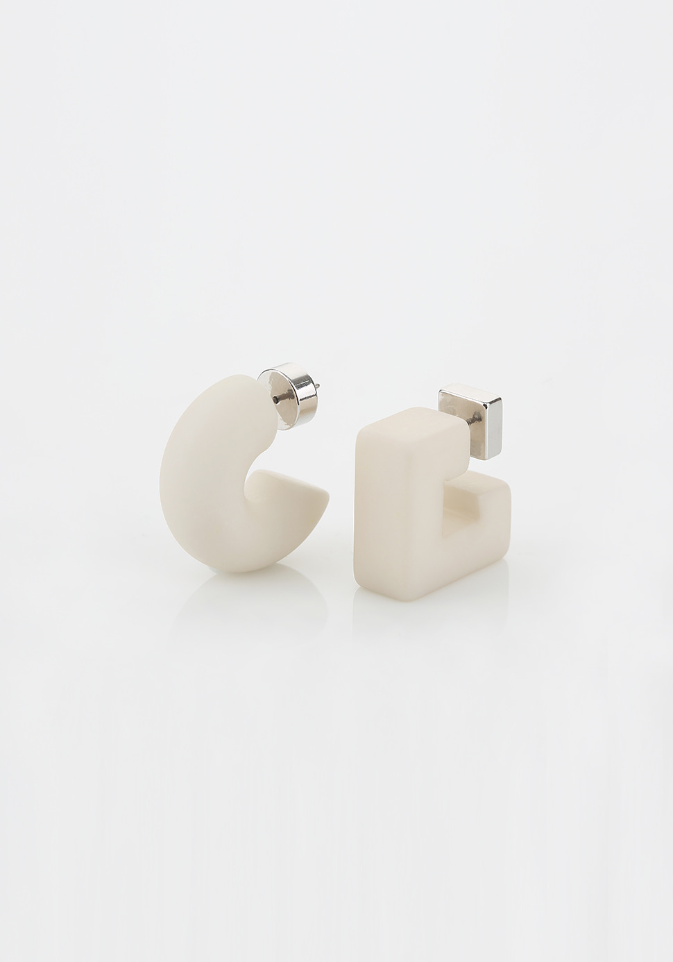 Puffy Pipe Earring (ivory)