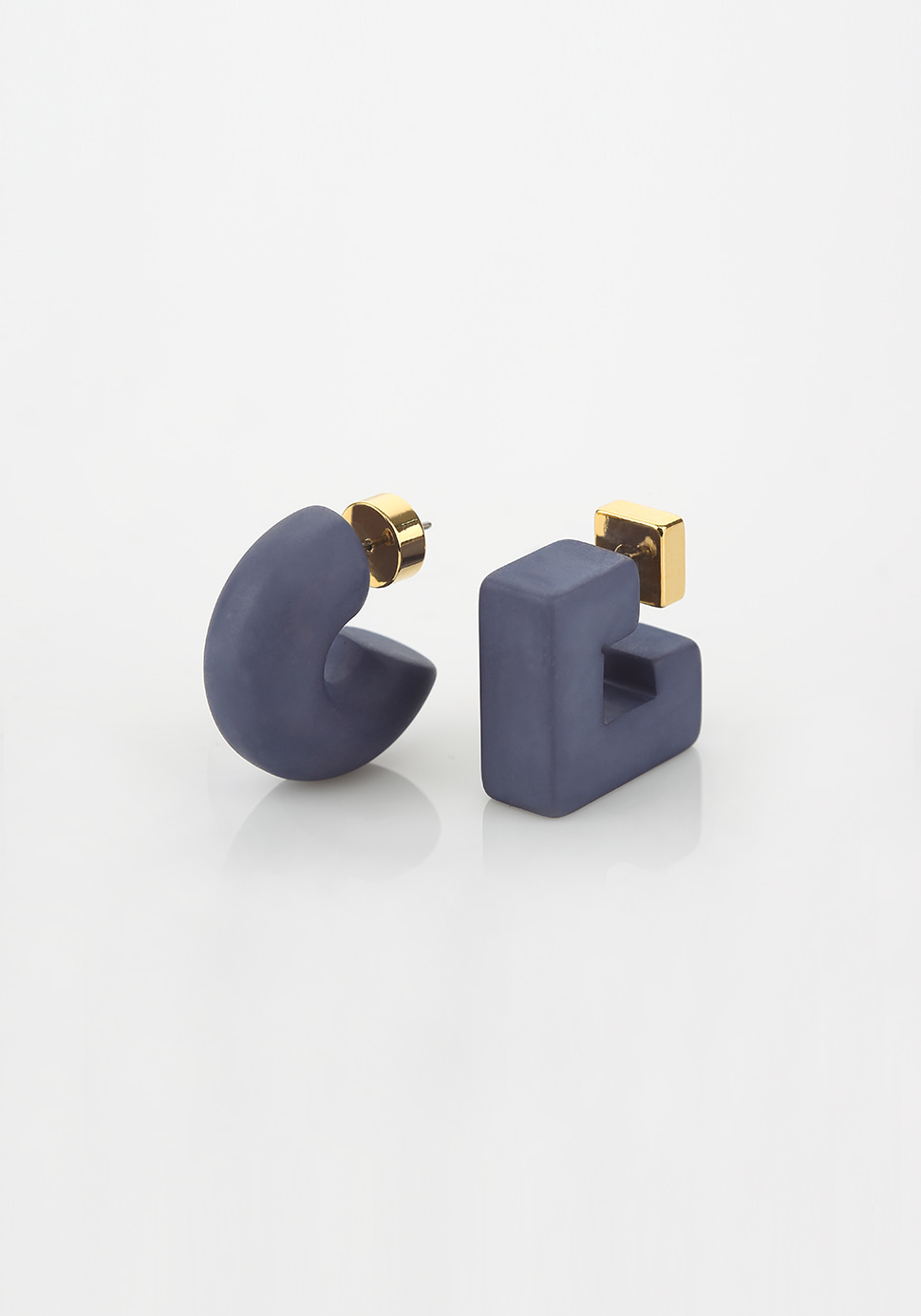 Puffy Pipe Earring (navy)
